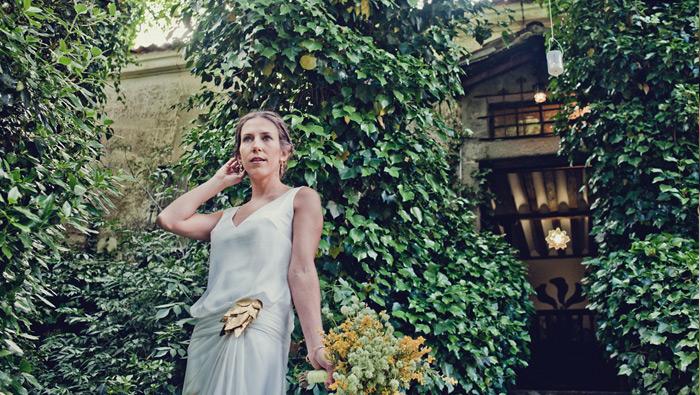 La boda de Luisa, un traje de novia pintado
