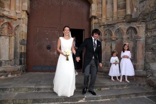 un vestido ligero con detalle de plata